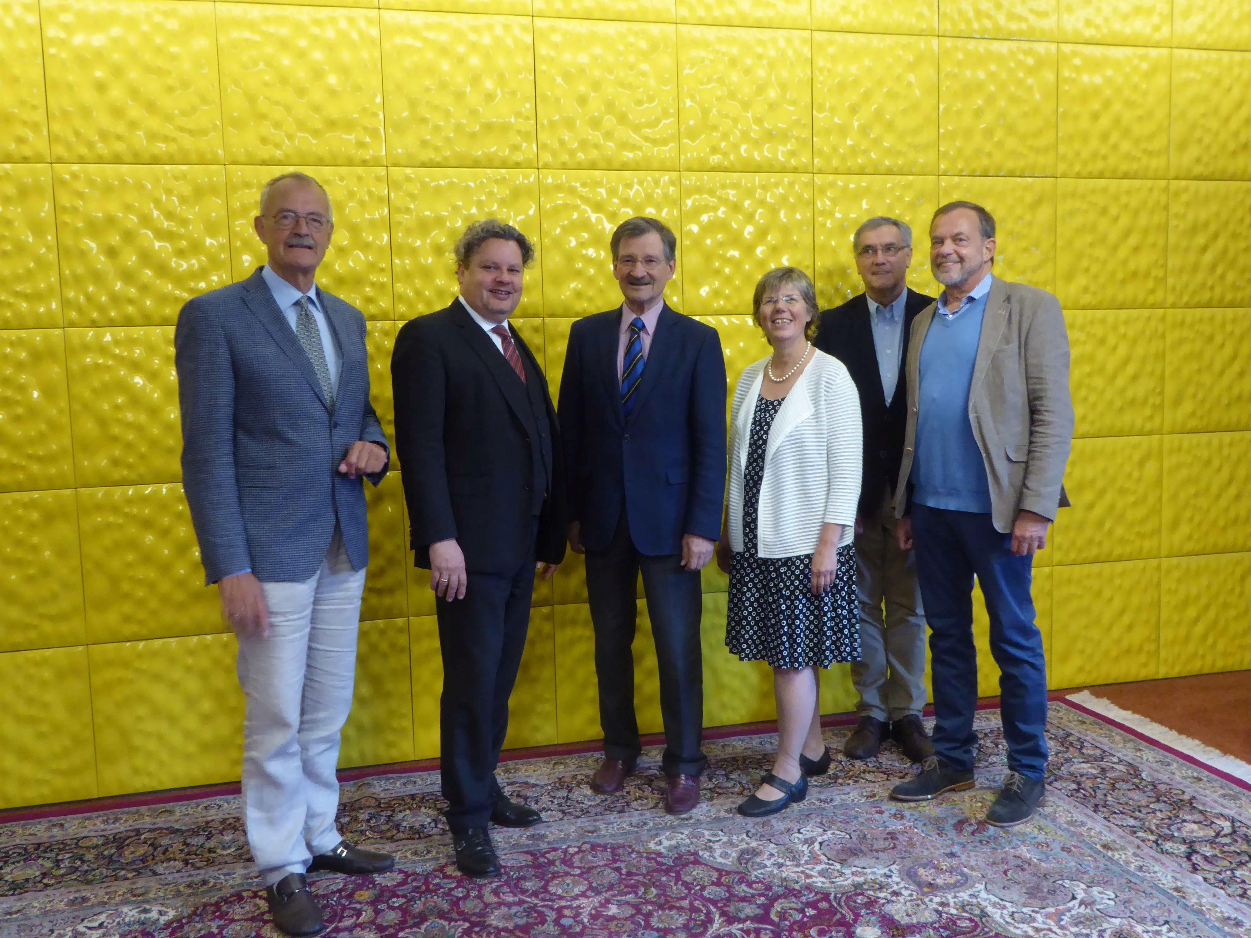 (Deutsch) Dr. Hermann Otto Solms MdB besucht das mittelständische Familienunternehmen Wendel in Dillenburg